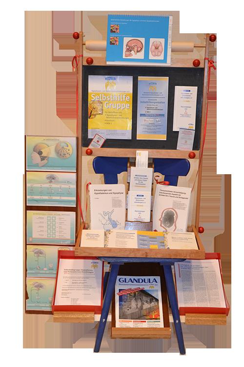 Stuhl-Kunstwerk der Selbsthilfegruppe Hypophyseninsuffizienz