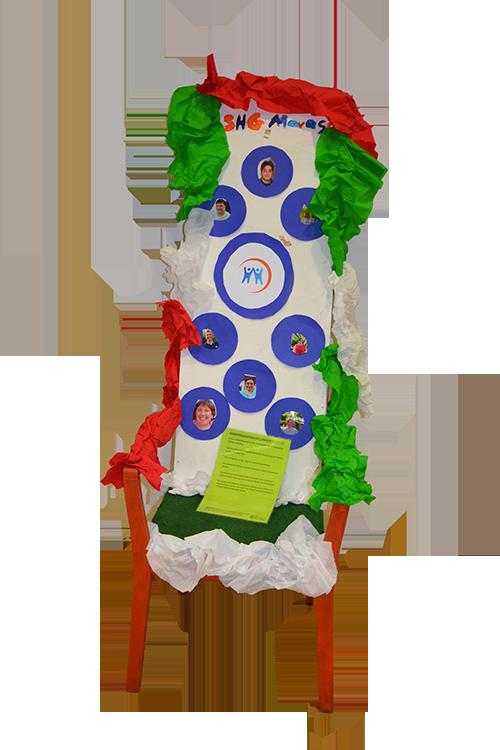 Stuhl-Kunstwerk der Selbsthilfegruppe Marasco