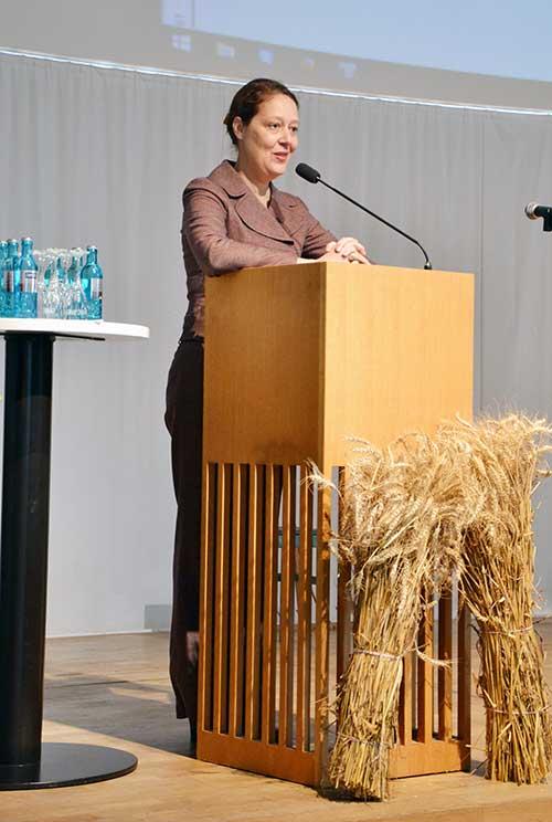 """Frau Dr. Christina Berndt bei ihrem Vortrag """"Resilienz. Das Geheimnis der psychischen Widerstandskraft"""", 12.11.2016, Ulm"""