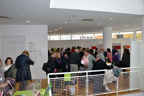 Stuhl-Kunst-Ausstellung der Selbsthilfegruppen