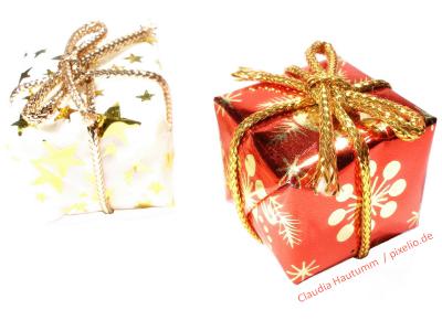 Pixelio-Foto mit Weihnachtsgeschenken